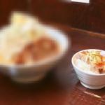 これで半盛り…おいっ、麺が見えないぞ!?ロクゴーガッツのガッツラーメンを食べてみました。