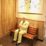 北海道初!ベンチに座ったカーネルおじさんがいるケンタッキーフライドチキンがオープンしました。